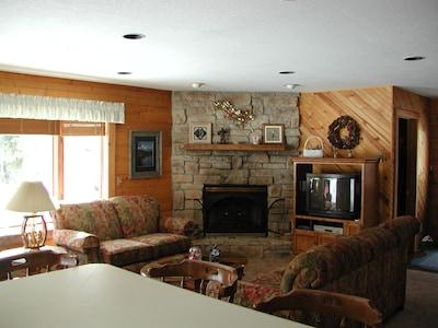 Cabin 23 - Living Room