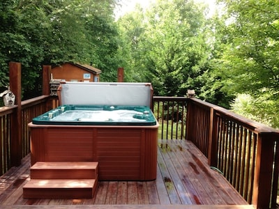 Luxurious five person hot tub