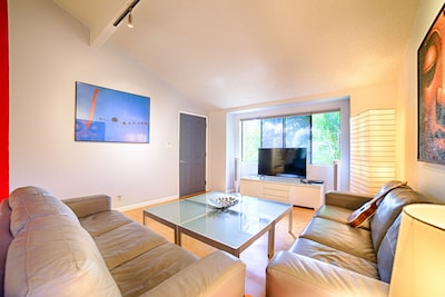 Relaxing Daylight Infused Living Room For You To Let The Sun Shine In