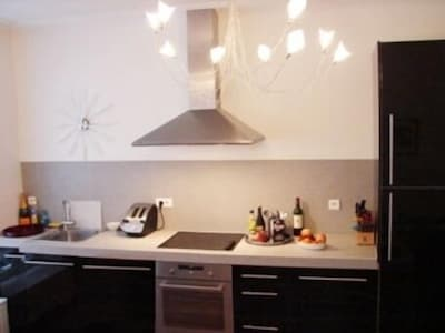 Large, modern and well-equipped kitchen