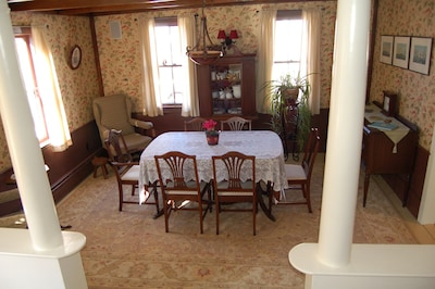 Dining Room: Table can be extended