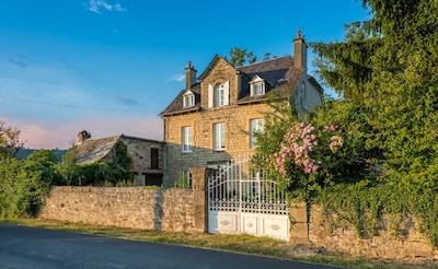 Our Stunning Farmhouse in Estaing - Les Lilas