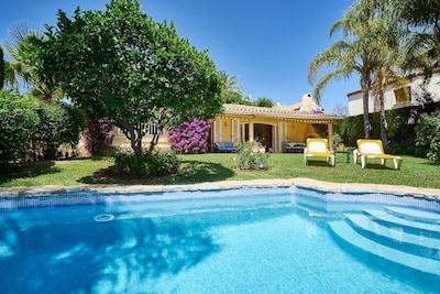 Villa u. Además de la casa, excelente ubicación, priv. Jardín + piscina, planta baja, a 1 km de la ciudad u. playa