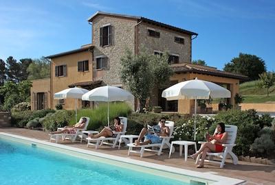 Villa 'Pian del Rocchio' - Bella casa di campagna in un lussureggiante altopiano umbro