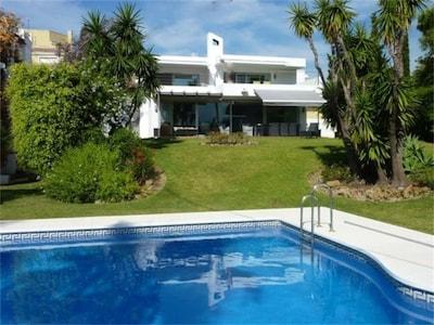 Villa de lujo, Nueva Andalucia, Puerto Banus. Perfecto para familias y golfistas