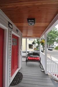 Entranceway, right side on porch