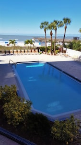 Tropical saltwater pool, Spectacular view of the Gulf of Mexico
