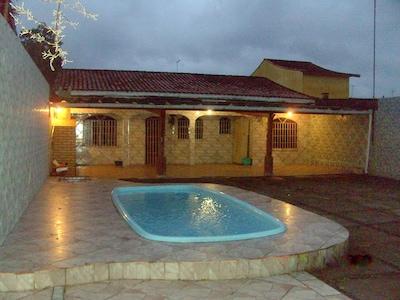 Casa 02 quartos Ampla com piscina