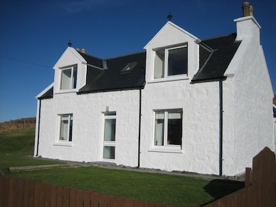 Cosy cottage near Portree & in mid-Skye.  Family-friendly and sleeps 5. Wi-Fi