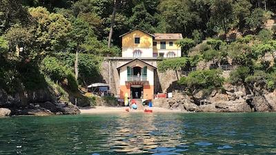 """Niasca Villa """"pieds dans l'eau"""""""