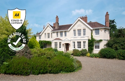 Welcome to Ludlow Manor House - self catering accommodation for up to 12 people