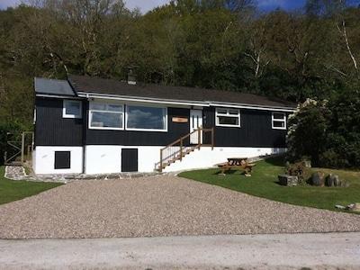 Sea Breeze, 4 Bedroom Detached loch side property