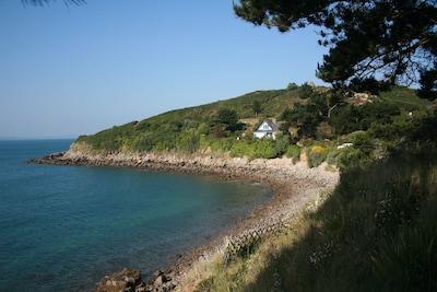 La maison vue du sentier littoral