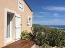 Terrasse sud avec intimité attenante à une chambre avec vue mer