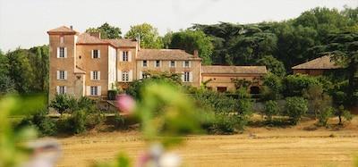 Chateau de Labusquiere