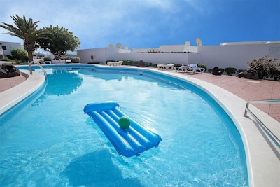 Nice centrally located apartment with communal pool and Wi-fi