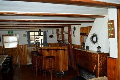 Eine nette bar, wo Sie einen drink geniessen konnen.