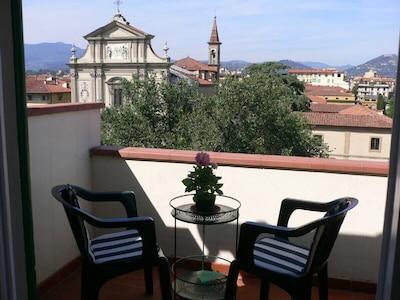 Balkon mit Aussicht auf die San Marco Basilika