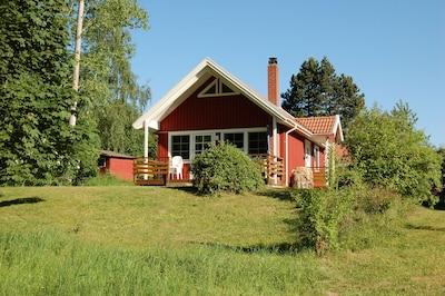 Schwedenhaus in ruhiger Lage direkt am See mit Strand und Steg