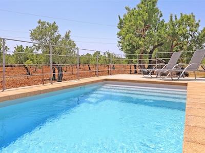 Blick in die Landschaft vom Pool aus