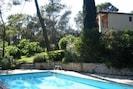 la piscine (accès libre) et la maison des propriétaires