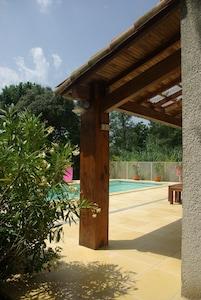 Vue piscine & terrasse