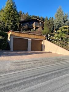 Chalet avec ses deux garages