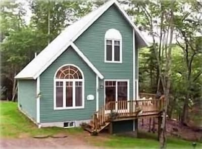 2 Bedroom Cottage Over Looking Lobster Cove