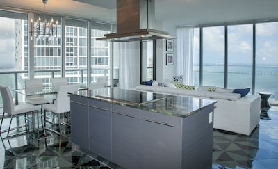 Corner condo with stunning views, floor to ceiling. Tasteful, well equipped.
