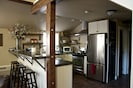 Full kitchen equipped with all to entertain and visit