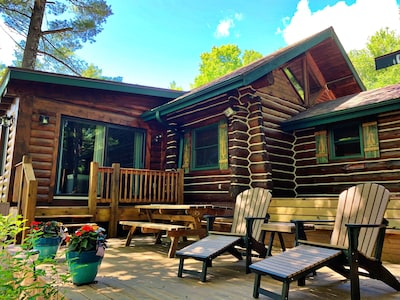 Beautiful lakeside log cabin with large deck overlooking lake