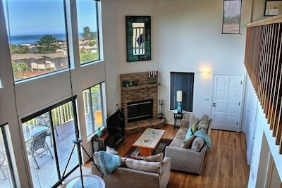 Spacious Living Area with ocean views, woodbuning  F/P & Flat Screen TV/DVD