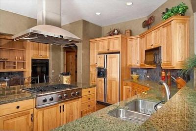 Beautiful full Kitchen.