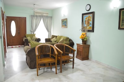 Living room, 2 of 7
