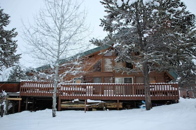 Newly remodeled 2200 sf cabin 6 miles from Tamarack Resort.