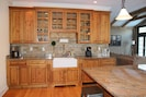 Cooks' kitchen with high-end appliances, granite countertops and farmhouse sink.