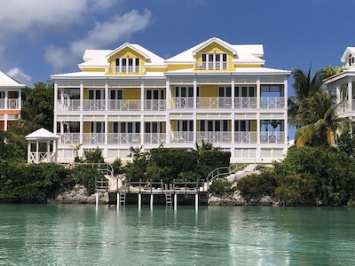 Two villas share the dock Nicevilla (ours) on the right. New paint 2019