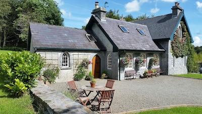 Ballymagibbon Cairn, Cross, County Mayo, Ireland