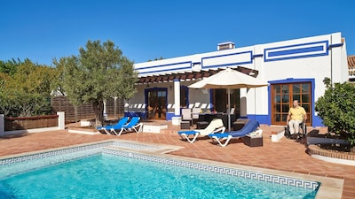Wheelchair fully accessible, Beautiful Cottage / Villa, Pool, Fully AC nr. Golf