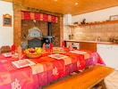 Cuisine et salle à manger (près du four à pain)