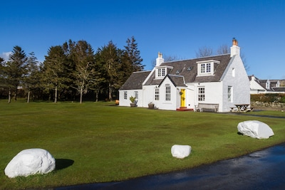 Beautiful cottage, stunning sea and hillside views.  Wifi, family & pet friendly