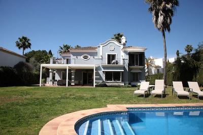 Maravillosa villa Guadalmina baja a 1.000 metros playa