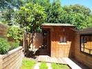 Jardin verdoyant sans vis à vis, avec sa cabane ostréicole typique du Bassin