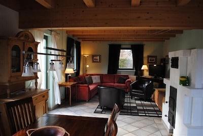 Wohnzimmer mit Kaminofen / living room with stove