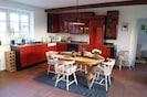 Blick in den offenen Küchenbereich