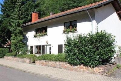 Ein schönes altes Landhaus mit Charme, direkt an der Saar gelegen