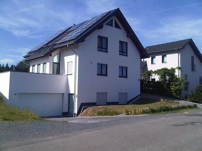 Helle schöne Wohnung, eigener Eingang, 20 Min zur Köln-Messe, im Bergischen Land