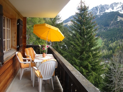 balcony, in the background the Gastlosen mountains