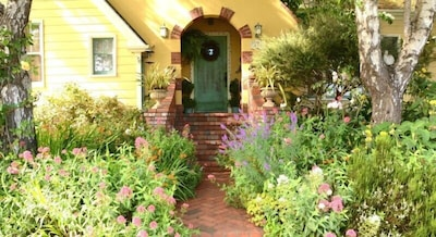 Arcata Stay's Rose Court Cottage studio vacation rental exterior
