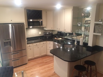 Large kitchen with over-sized frig, mirrored back splash, granite countertops!